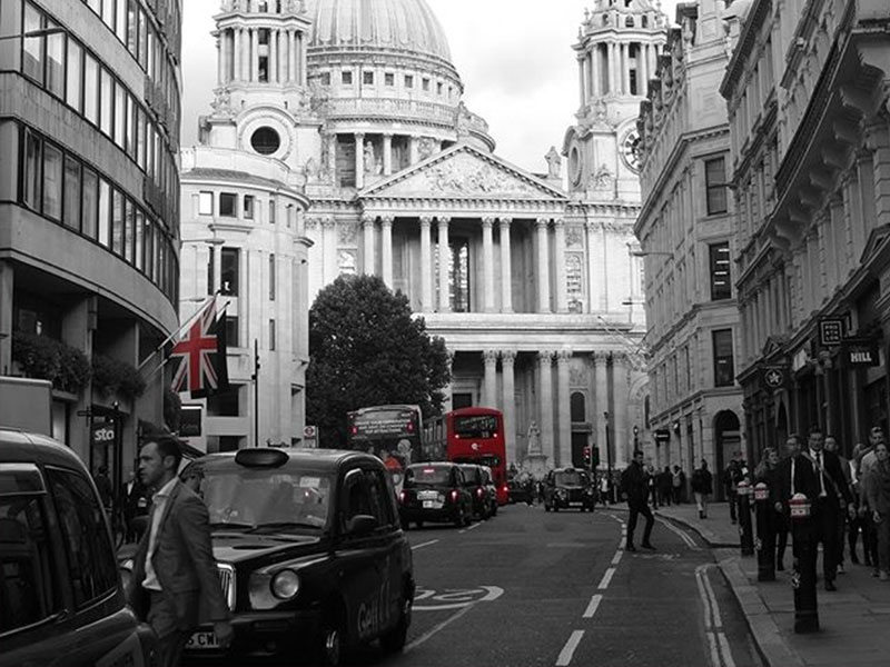"<span style=""color: #000"">ROYAL<br> LONDON</span>"