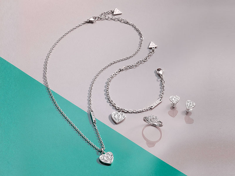 "<span style=""color: #fff"">GUESS JEWELLERY"